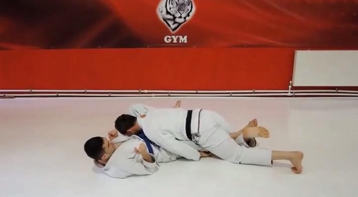 Bernardo Faria kneebar din top Half Guard   YouTube