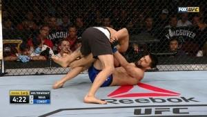 Demian Maia, asigurand controlul asupra lui Carlos Condit, urmand a obtine o victorie foarte rapida.