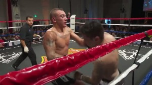 Jordan luptand pe reguli de Thai Box