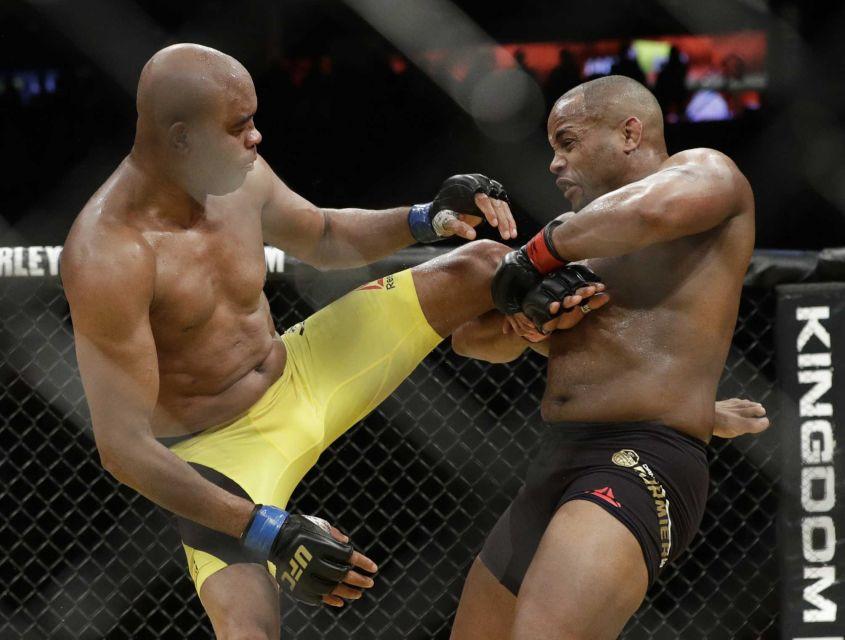 Silva a luptat ultima oara impotriva lui Daniel Cormier, meci castigat de DC la decizie.