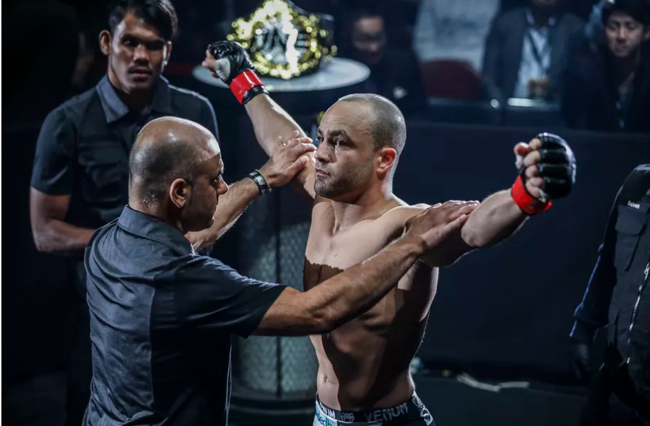 VIDEO. Rezultate complete ONE Championship. Vezi ce au facut Eddie Alvarez si Demetrious Johnson la debutul lor in Asia!