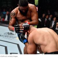 (VIDEO) Curtis Blaydes il opreste pe Junior dos Santos si cere lupta pentru centura!