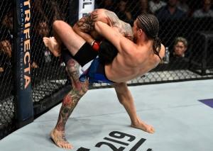 O ghilotina realizata intr-un meci din UFC