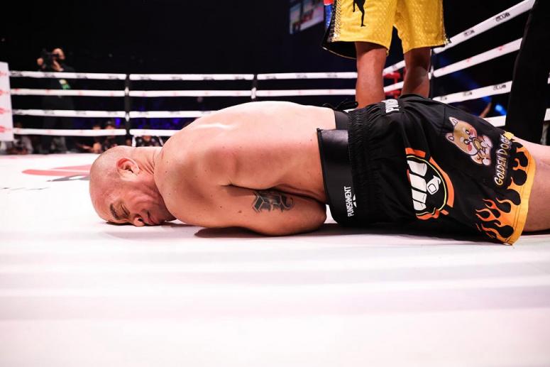 Vezi toate rezultatele de la Triller Fight Club Legends II: Evander Holyfield vs Vitor Belfort (VIDEO)